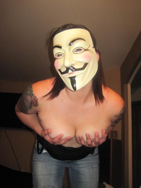 【素人】ガイ・フォークスの仮面をかぶった女たちが普段の10倍卑猥になる件(※画像あり)・29枚目