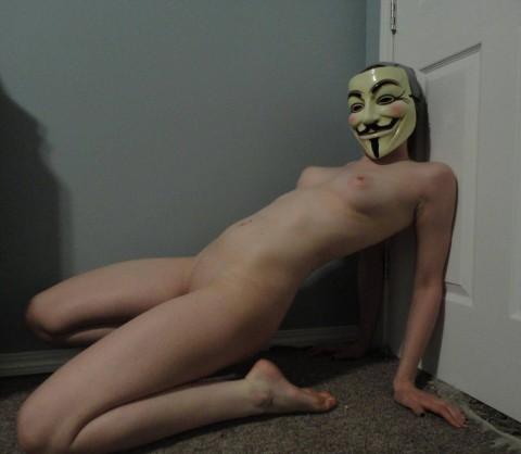 【素人】ガイ・フォークスの仮面をかぶった女たちが普段の10倍卑猥になる件(※画像あり)・6枚目
