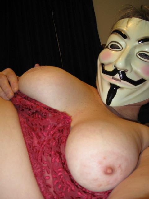 【素人】ガイ・フォークスの仮面をかぶった女たちが普段の10倍卑猥になる件(※画像あり)・8枚目