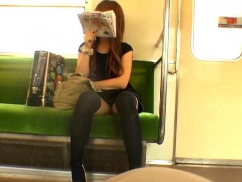 【※画像あり】電車で大股開いて座ってるJKのハミマンゲットしたったわwwwwwwwwwwwwwwwww・16枚目