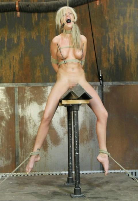 【 閲 覧 注 意 】 外 人 の 拷 問 エ ロ 画 像 が ド ン 引 き レ ベ ル ・・・・・(25枚)・17枚目