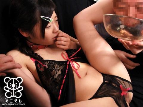 【日本終了】女子○学生が卑猥な下着を着せられてダッチワイフと化してる映像。これヤバいやろ・・・(※キャプ画あり)・10枚目