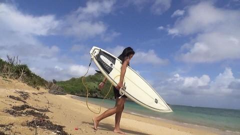【夢で飯は食えない】沖縄で見つけたプロサーファー女「生活苦しい…」→結果wwwwwwwwwwww(※画像あり)・5枚目