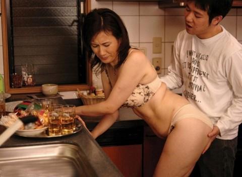 【画像あり】彼女に手料理作ってもらいたいもう一つの理由がこちらwwwwwwwwwwww・21枚目
