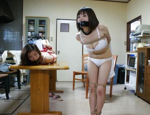 【※レイプ不可避】口を封じられてる女のエロさは異常wwwwwwwwwwwwwww(※画像あり)・6枚目