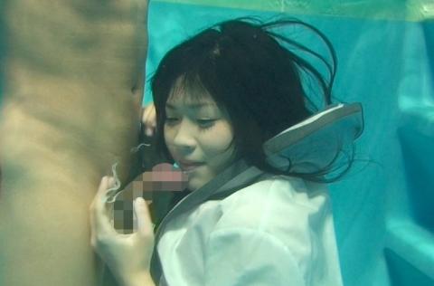 【※GIF画像あり】水中フェラさせられた女性、酸欠で窒息死不可避・・・・・・・・14枚目