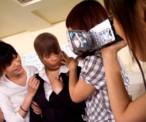【閲覧注意!】」 女 子 同 士 の イ ジ メ が 凄 惨 す ぎ る → ご 覧 く だ さ い ・ ・ ・ (画像29枚)・23枚目