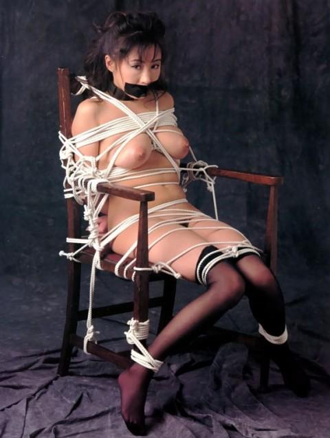 【※レイプ不可避】口を封じられてる女のエロさは異常wwwwwwwwwwwwwww(※画像あり)・18枚目