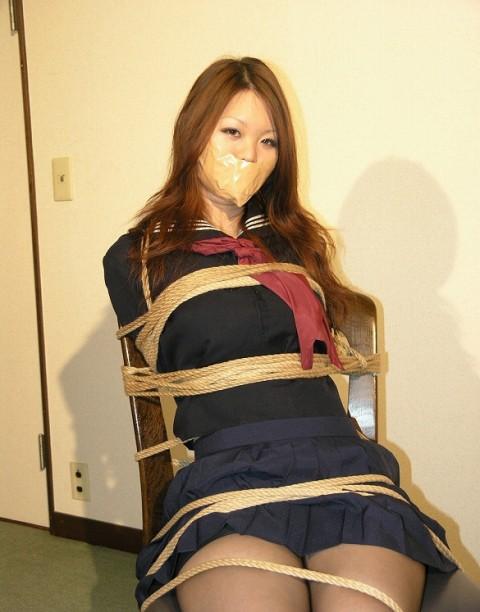 【※レイプ不可避】口を封じられてる女のエロさは異常wwwwwwwwwwwwwww(※画像あり)・19枚目