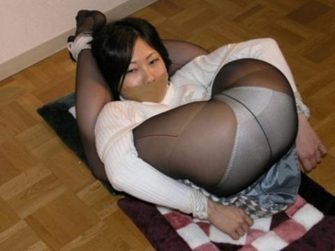 【※レイプ不可避】口を封じられてる女のエロさは異常wwwwwwwwwwwwwww(※画像あり)・20枚目