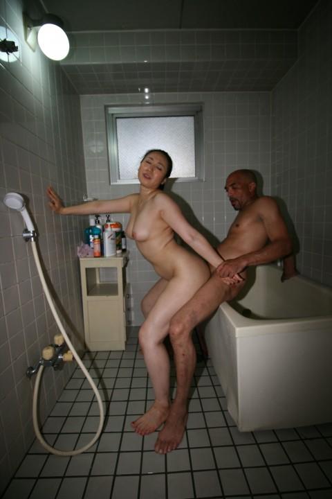 【※画像あり】28cmのチンコを持つマッサージ師に按摩してもらった人妻の末路wwwwwwwwwwwww・5枚目