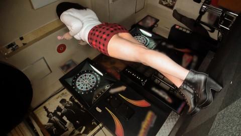 【※画像あり】ダーツバーにきてるHカップの露出度高い女→これはお察しwwwwwwwwwwww・4枚目