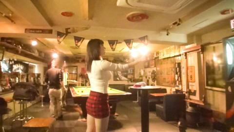 【※画像あり】ダーツバーにきてるHカップの露出度高い女→これはお察しwwwwwwwwwwww・7枚目