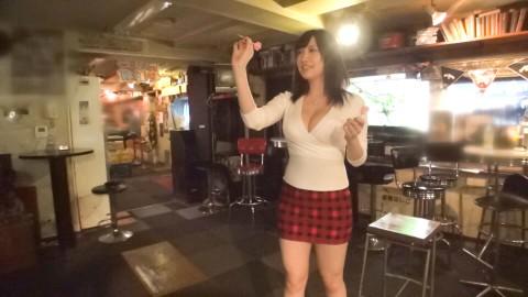 【※画像あり】ダーツバーにきてるHカップの露出度高い女→これはお察しwwwwwwwwwwww・8枚目