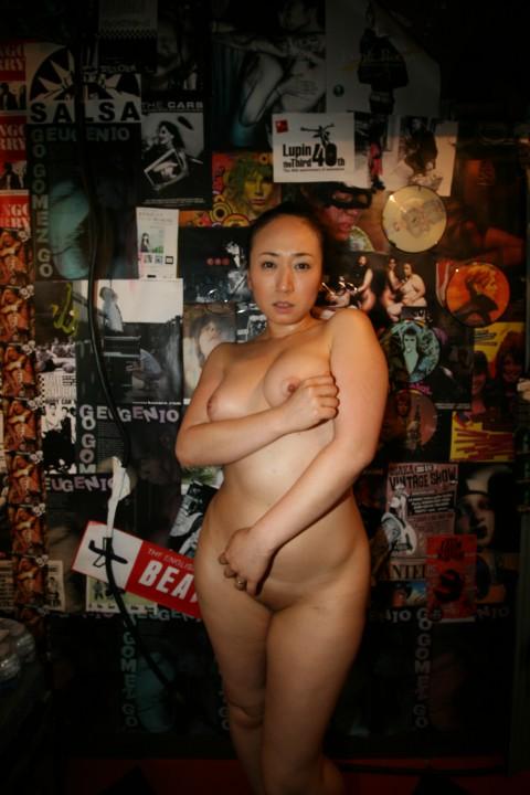 【※画像あり】28cmのチンコを持つマッサージ師に按摩してもらった人妻の末路wwwwwwwwwwwww・1枚目