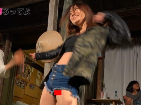 【ハプニン具】テレ東 「紺野、日本の絶景で踊るってよ」で隙マンコwwwwwwwwwwwww(※画像あり)・1枚目