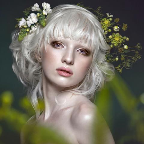 【画像】アルビノとかいう美しい女性の全裸画像貼っていく(19枚)・19枚目