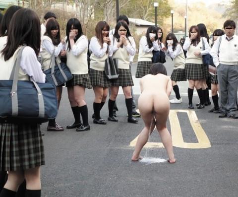 【ワロタ】目の前に露出狂美女が現れた時の男子●学生の反応wwwwwwwwwwwwwwww(※画像あり)・5枚目