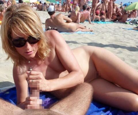 【※画像あり】ヌーディストビーチの無法者たちをご覧くださいwwwwwwwwwwwwww(21枚)・19枚目