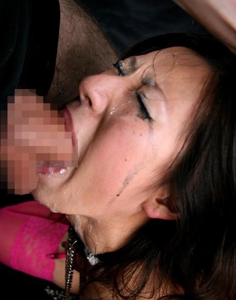 【マニア注意】BBAが涙目で喉奥フェラするところがタマランって変態はちょっと来い!!!!!(23枚)・10枚目