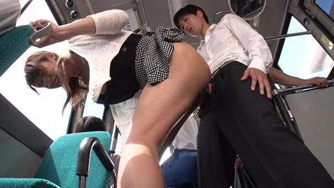 【ドッキリ】通学バスで痴女に遭遇→最高潮にボッキしたところで痴女がニューハーフだと分かるとどうなるか・・・(動画)・9枚目