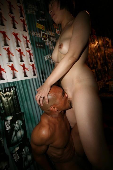 【強烈注意】淫乱熟女と28cmの巨根男の濡れ場グロすぎワロタwwwwwwwwwwwwwwww(※画像あり)・8枚目