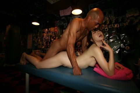 【強烈注意】淫乱熟女と28cmの巨根男の濡れ場グロすぎワロタwwwwwwwwwwwwwwww(※画像あり)・21枚目