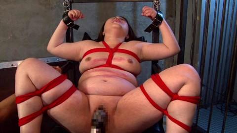 【※誰得!?】いっそ焼き豚にしてやりたくなるデブ女の緊縛画像wwwwwwwwwwwww(24枚)・1枚目