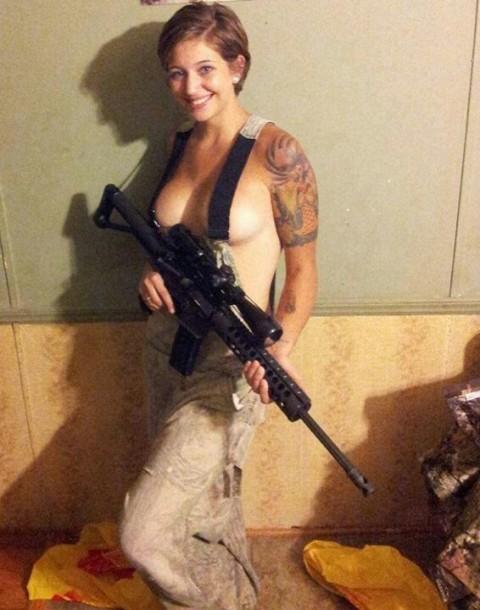 【※画像あり】女性兵士がいかに欲求不満であるかご覧ください(35枚)・8枚目