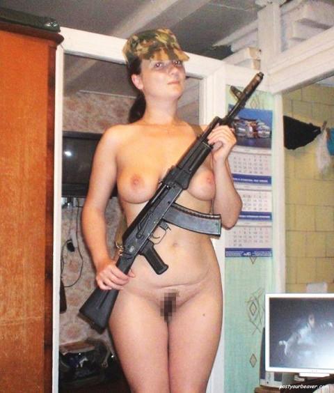 【※画像あり】女性兵士がいかに欲求不満であるかご覧ください(35枚)・12枚目