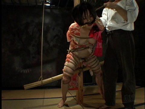 素人にはできない和服女性の緊縛エロ画像集(20枚)・2枚目