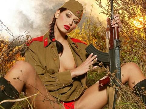 【※画像あり】女性兵士がいかに欲求不満であるかご覧ください(35枚)・22枚目