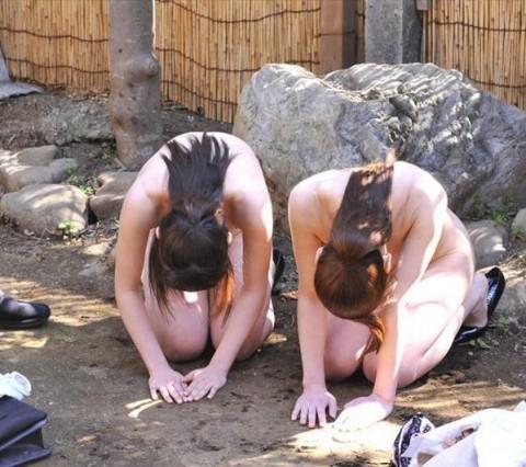 【※ドS必見】全裸で土下座してる女のエロさは異常wwwwwwwwwwwwwwwwwww(21枚)・2枚目