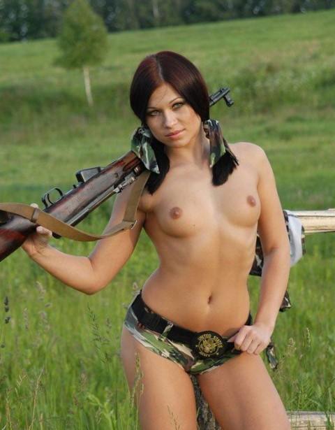 【※画像あり】女性兵士がいかに欲求不満であるかご覧ください(35枚)・30枚目