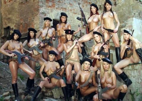 【※画像あり】女性兵士がいかに欲求不満であるかご覧ください(35枚)・35枚目
