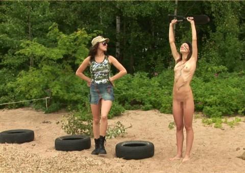 とある女性兵士たちの訓練の様子がエロすぎると話題に・・・(※画像有)・1枚目