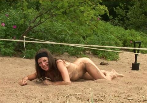 とある女性兵士たちの訓練の様子がエロすぎると話題に・・・(※画像有)・2枚目