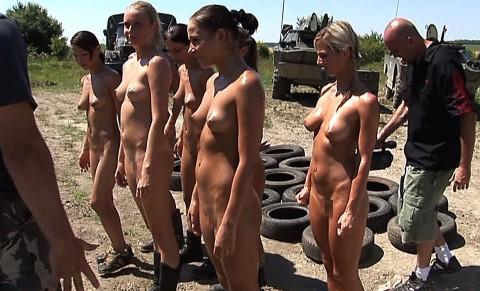 とある女性兵士たちの訓練の様子がエロすぎると話題に・・・(※画像有)・3枚目