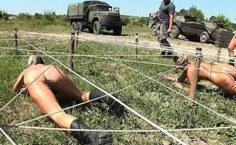 とある女性兵士たちの訓練の様子がエロすぎると話題に・・・(※画像有)・4枚目