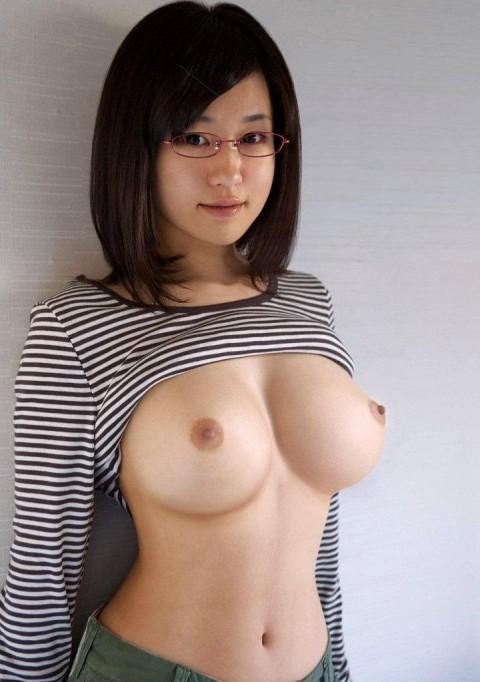 【画像28枚】地味・メガネ・巨乳とかいう決して女子が認めたくないモテ女wwwwwwwwwwwwwww・4枚目