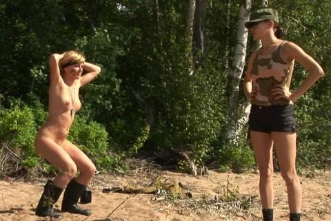 とある女性兵士たちの訓練の様子がエロすぎると話題に・・・(※画像有)・9枚目