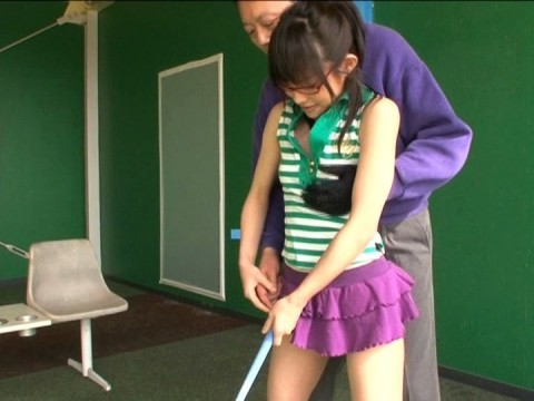 【画像あり】ゴルフレッスンで女性の背後に立った時の男の頭ん中wwwwwwwwwwwww・9枚目