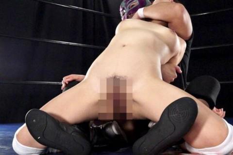 【中途半端】全裸プロレスとかいうチンコが微妙に反応する性競技wwwwwwwwwwwwwww(画像26枚)・8枚目