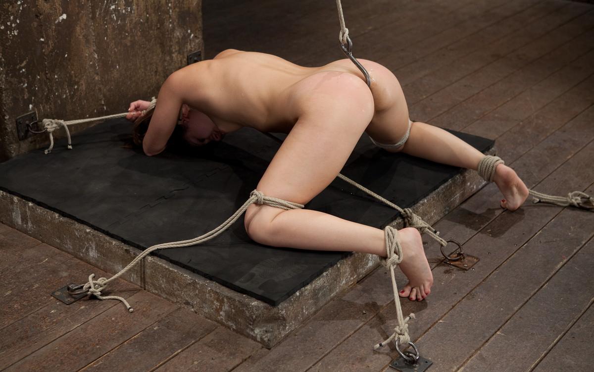беспл рабыни подвешены клизма прищепки есть