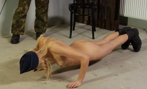 とある女性兵士たちの訓練の様子がエロすぎると話題に・・・(※画像有)・11枚目