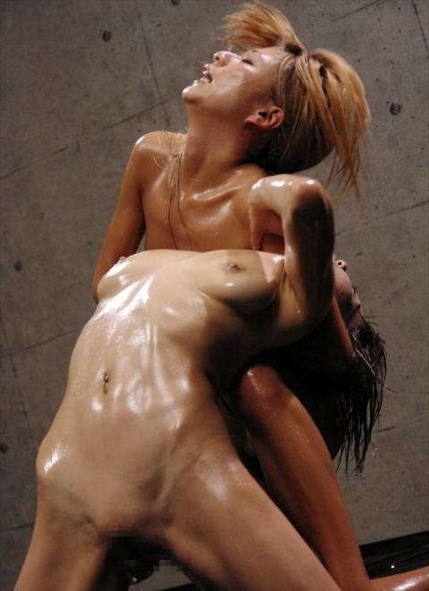 【中途半端】全裸プロレスとかいうチンコが微妙に反応する性競技wwwwwwwwwwwwwww(画像26枚)・10枚目