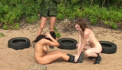 とある女性兵士たちの訓練の様子がエロすぎると話題に・・・(※画像有)・14枚目