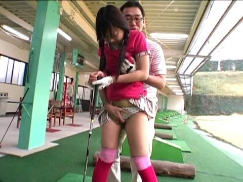 【画像あり】ゴルフレッスンで女性の背後に立った時の男の頭ん中wwwwwwwwwwwww・14枚目