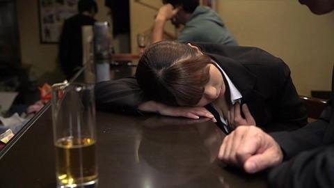 【画像あり】懲りない無防備泥酔女たちの画像集・・・(24枚)・11枚目