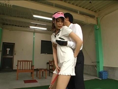 【画像あり】ゴルフレッスンで女性の背後に立った時の男の頭ん中wwwwwwwwwwwww・16枚目